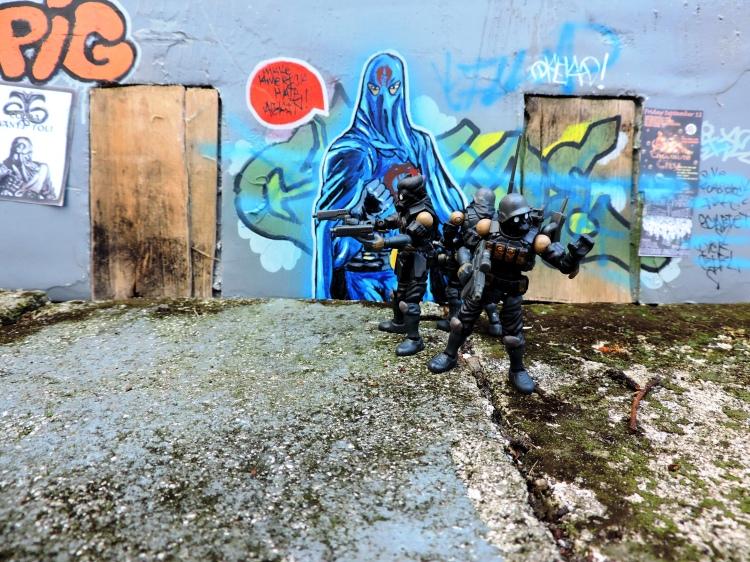 B2.Five Acid Rain World Bucks Team Troopers - Surveillance Port (60)