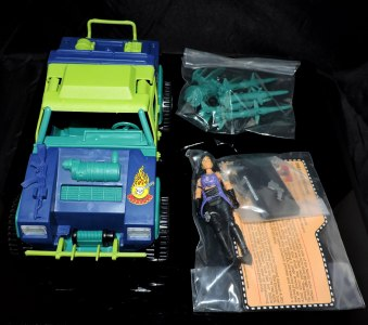 GI Joe Collectors Club Dreadnok Stinger 4x4 with Heartwrencher - Cobra Island (02)