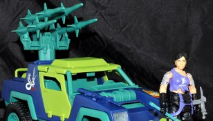 GI Joe Collectors Club Dreadnok Stinger 4x4 with Heartwrencher - Cobra Island (05)