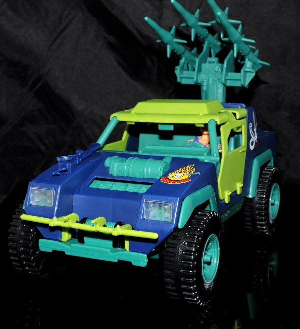 GI Joe Collectors Club Dreadnok Stinger 4x4 with Heartwrencher - Cobra Island (43)